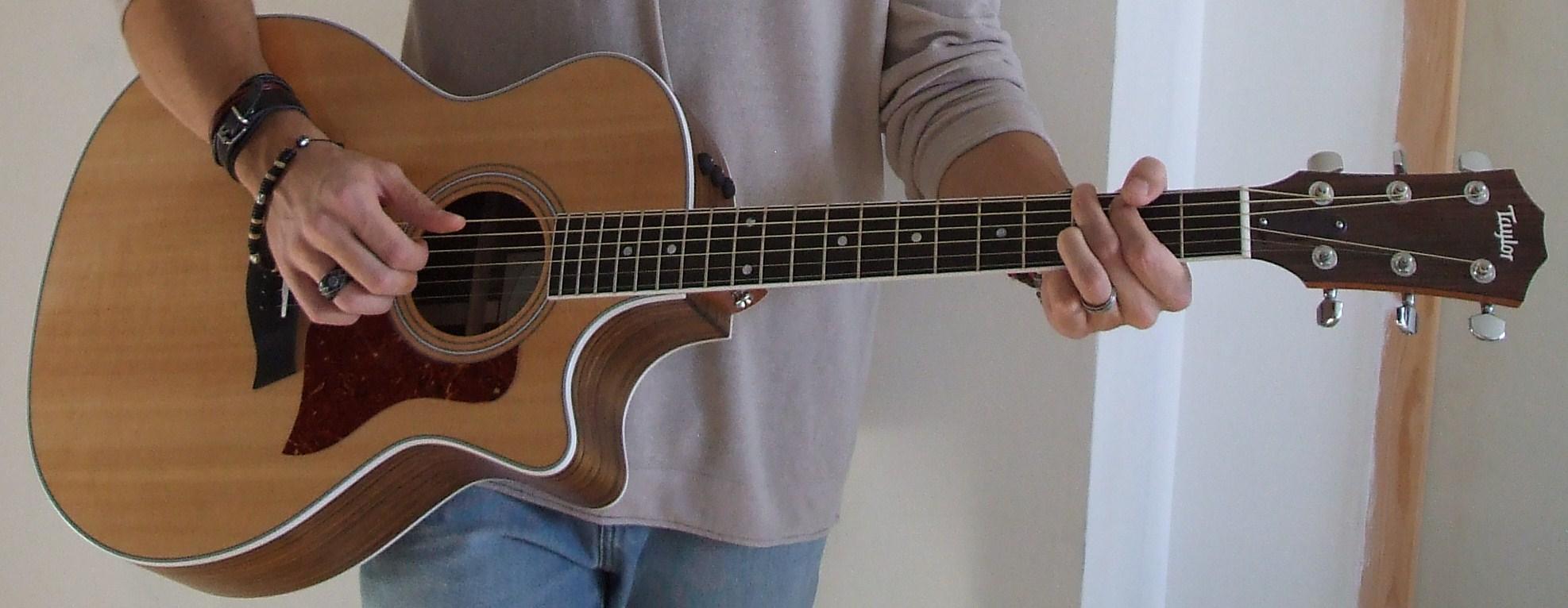 vends guitare lectro acoustique taylor 414 ce petite. Black Bedroom Furniture Sets. Home Design Ideas