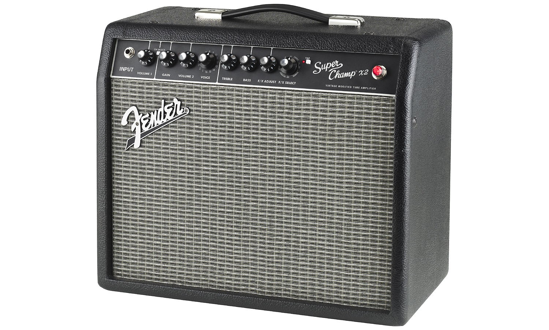 Le fender super champ x2 vintage modified 222 3000 000 est un ampli guitare style combo de 15 watts hp 10 associant la chaleur dune technologie
