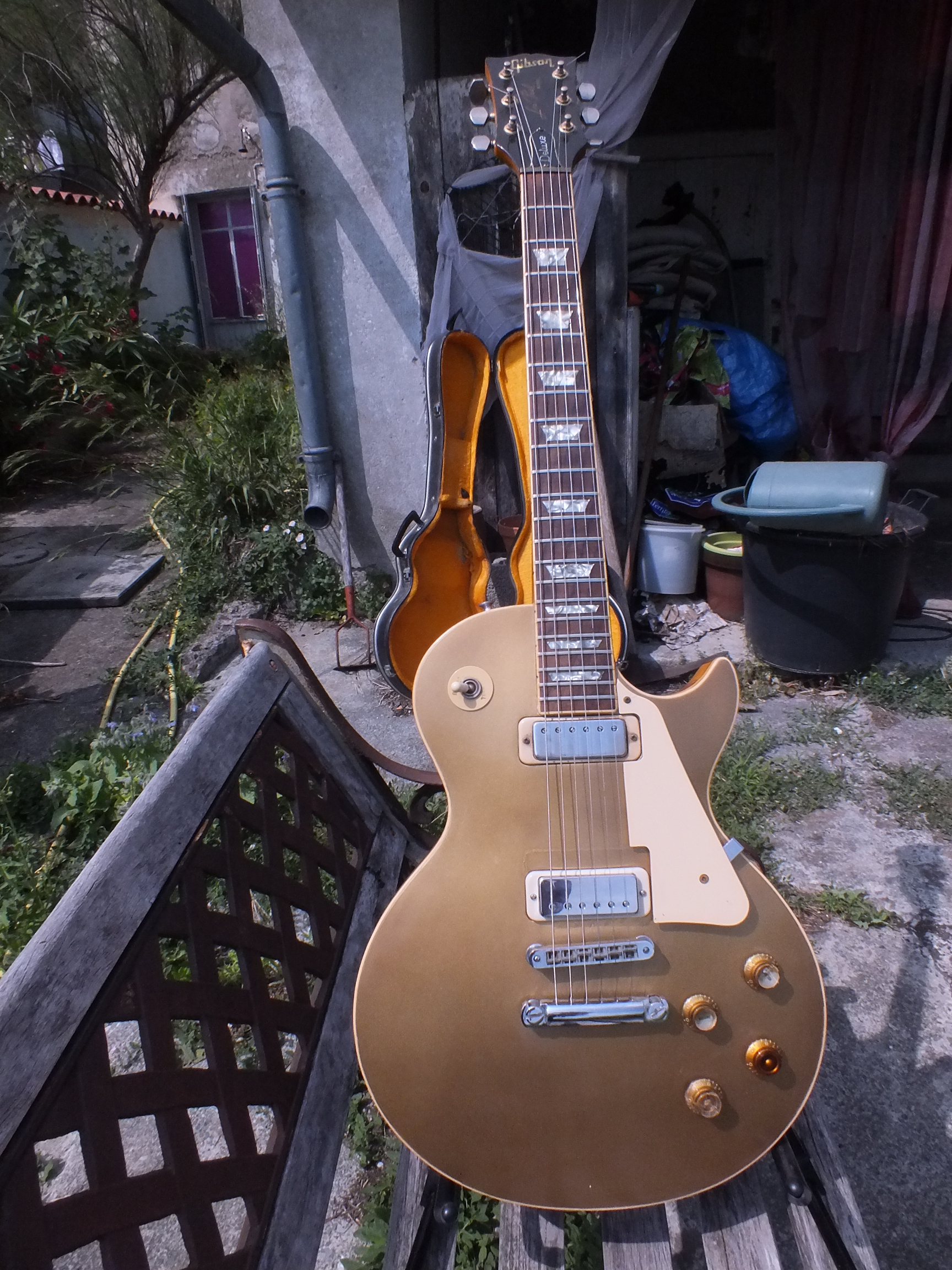 guitare gibson les paul deluxe goldtop annonce guitare. Black Bedroom Furniture Sets. Home Design Ideas