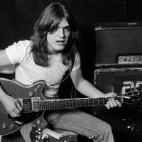 Décès de Malcolm Young… We salute you!
