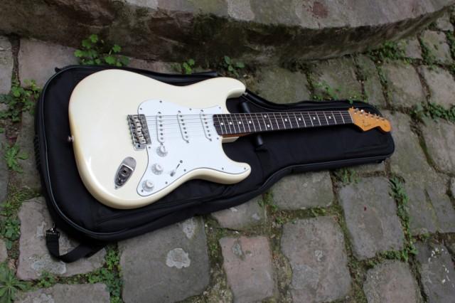 http://www.guitariste.com/share/users/forums/2015/09/649-162955-14d67e9f04-f15d.jpg