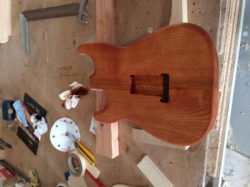 debut strat page 4 guitare. Black Bedroom Furniture Sets. Home Design Ideas