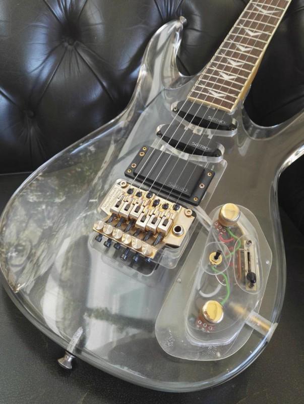r novation des pickguards guitare et basse guitare. Black Bedroom Furniture Sets. Home Design Ideas
