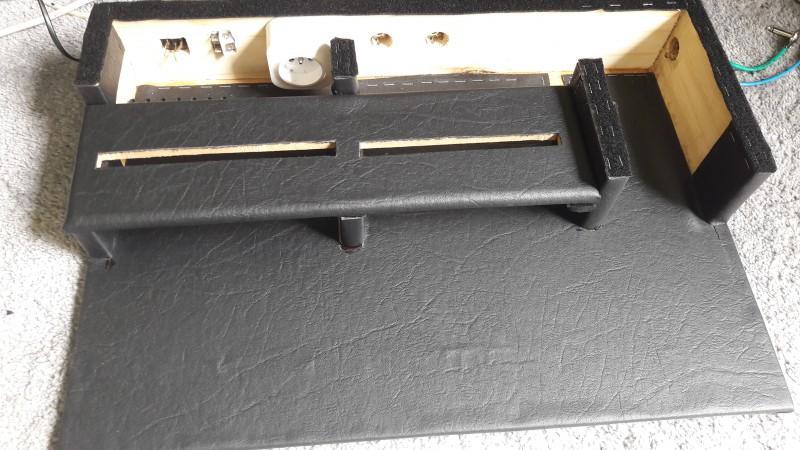 construire un pedalboard page 155 stand et rack. Black Bedroom Furniture Sets. Home Design Ideas