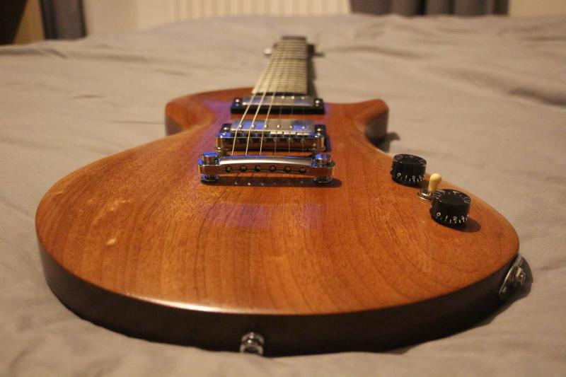ma premi re guitare homemade page 21 guitare. Black Bedroom Furniture Sets. Home Design Ideas